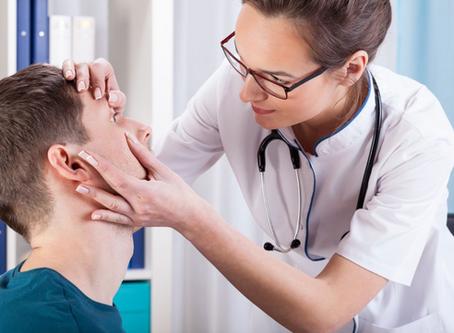 Qual é a importância de detectar e tratar problemas em vias lacrimais?