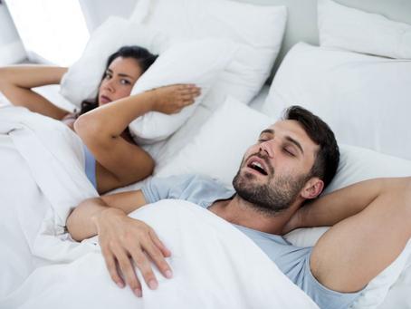 Noites mal dormidas? Conheça as principais causas do ronco!