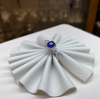 White Rose Cap Sapphire 18K Gold