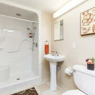 Palisade Gardens suite bathroom