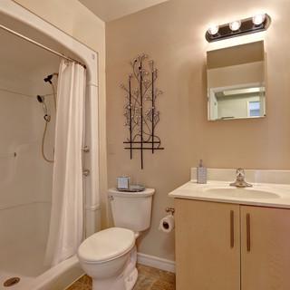 Goderich Place Suite bathroom