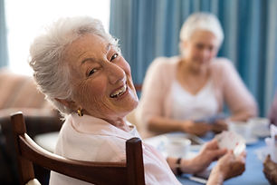 Palisade Gardens Memory Care - Women playing cards