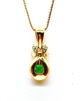 Emerald diamond Pendant 2.png