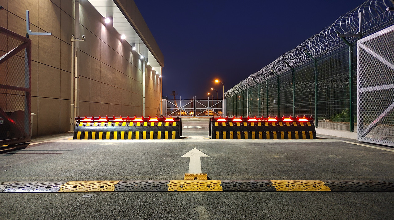Beijing Daxing International Airport with HEDGE roadblocker-1