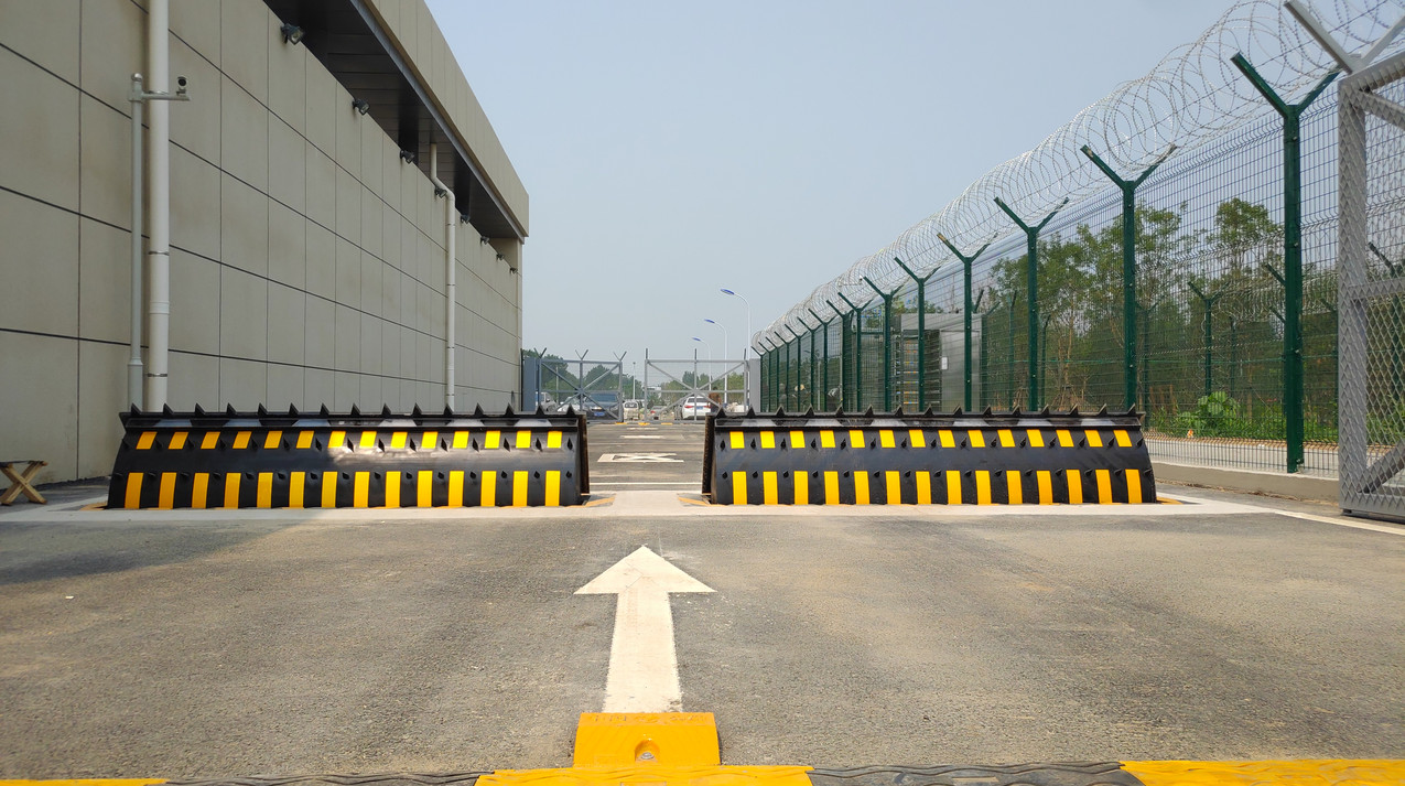 Beijing Daxing International Airport with HEDGE roadblocker-3