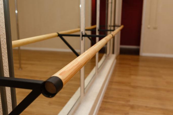The handrail in the dance Studio. Interi