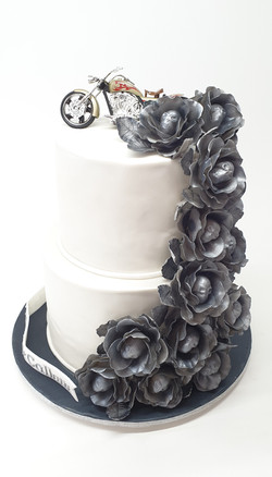 Pearl 2 Tier with Metallic Skull Roses
