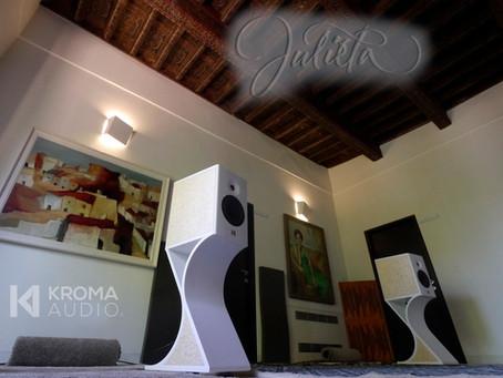 6 Moons Audio Review - Kroma Julieta in Granada