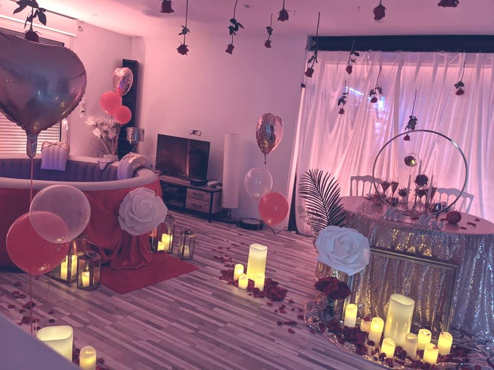 soirée romantique livrée par l'entreprise Bulle d'un soir avec décoration