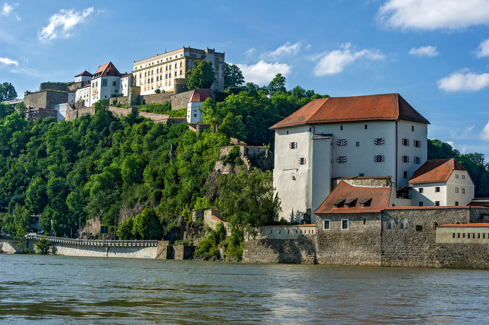 Veste Oberhaus as you see it from the Danube - get closer and take a look