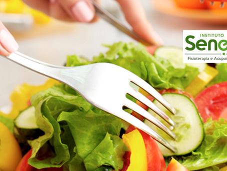 Alimentação equilibrada contribui para melhoria de dores, cicatrização de fraturas e alívio do estre