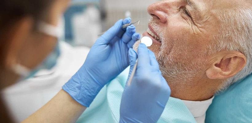 implantes dentários.jpg