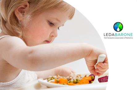 O que fazer quando a criança engasga com o alimento?