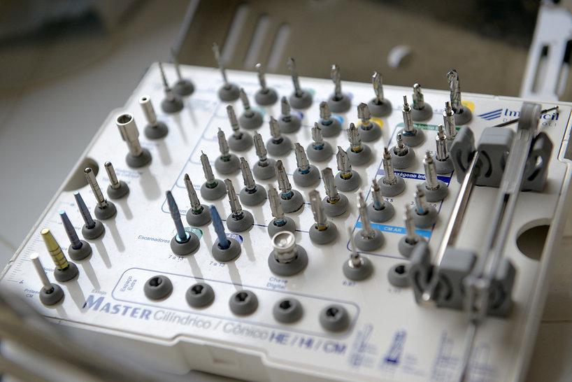 curso implantodontia.jpg