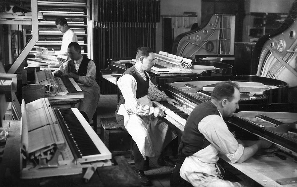 מפעל פסנתרים Petrof - 1930