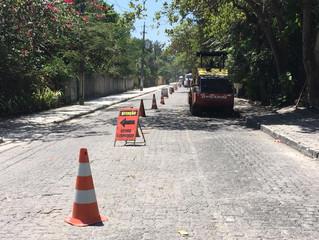 Estrada da Balsa em Arraial d'Ajuda inicia asfalto