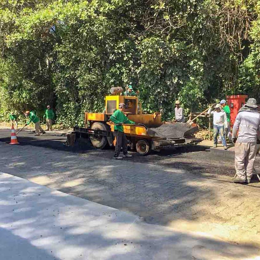 Estrada da Balsa recebe asfalto