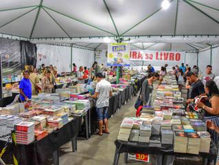 Feira Popular de Livros incentiva hábito da leitura em Porto Seguro