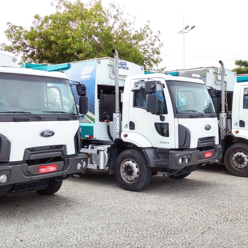 Novos veículos de coleta de lixo