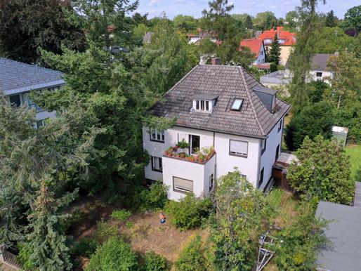 Zweifamilienhaus mit großem Grundstück in traumhafter Lage im beliebten Berliner Zehlenforf.