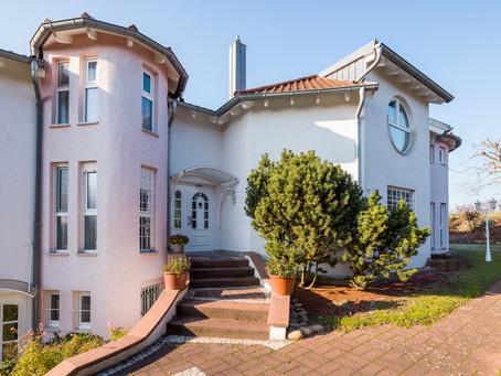 Herrschaftliches Anwesen auf drei Etagen in Eppinger Feldrandlage sucht neuen Eigentümer!