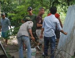 Workers in Hue.jpg