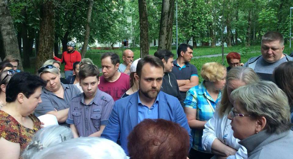 Муниципальные депутаты Зюзино на встрече с жителями района по поводу точечной застройки под видом реновации