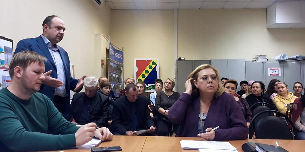 Главврач Олег Латышкевич на заседании Совета депутатов Зюзино