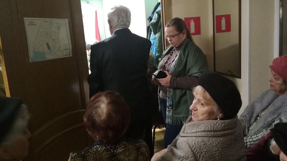 В Зюзино единороссы привели на Совет депутатов группу поддержки – членов районного Совета ветеранов и общества индвалидов