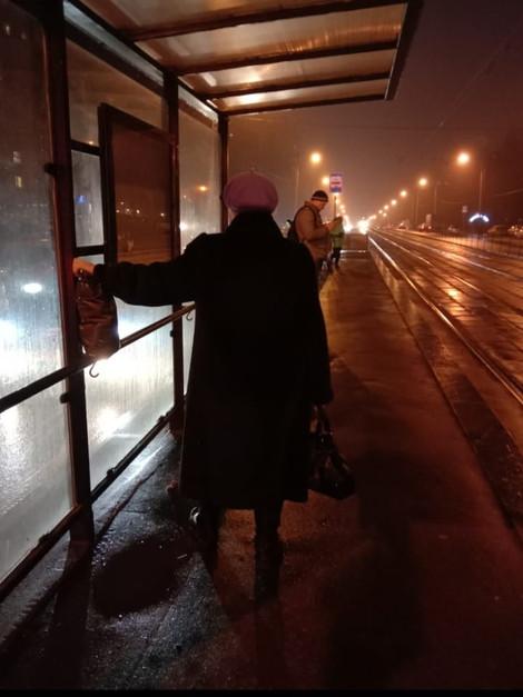 Продолжаем добиваться возвращения лавочек на трамвайные остановки