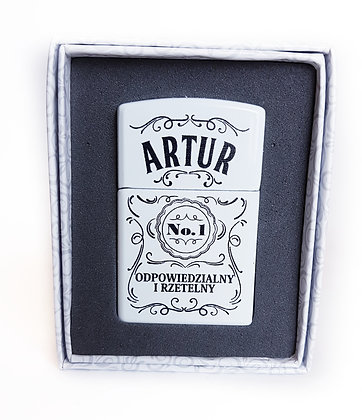 Zapalniczka z imieniem w ozdobnym pudełeczku ARTUR
