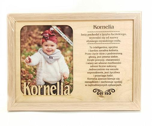 Drewniana ramka na zdjęcie z imieniem KORNELIA