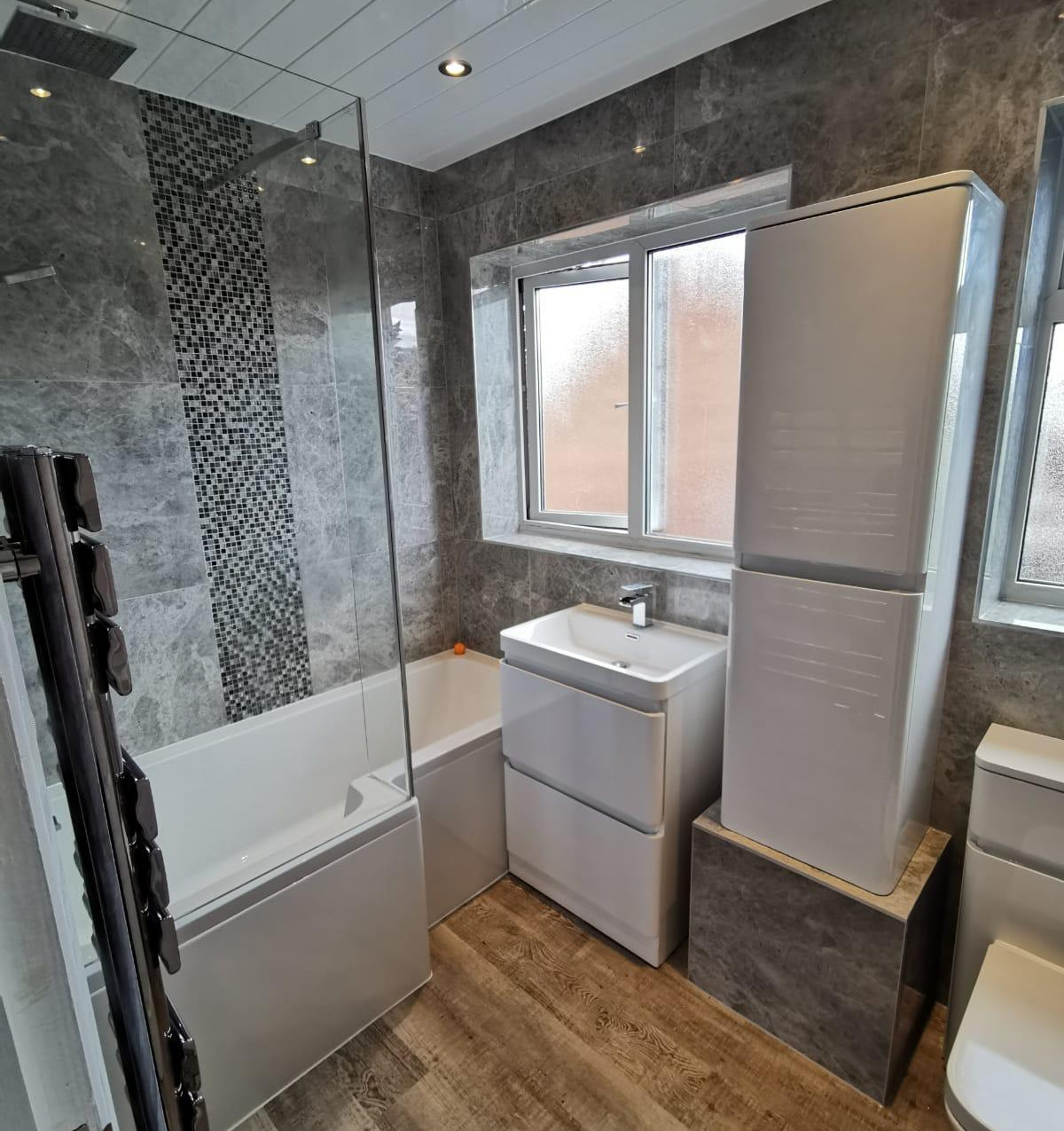 Bathroom with Shower Nottinghamshi