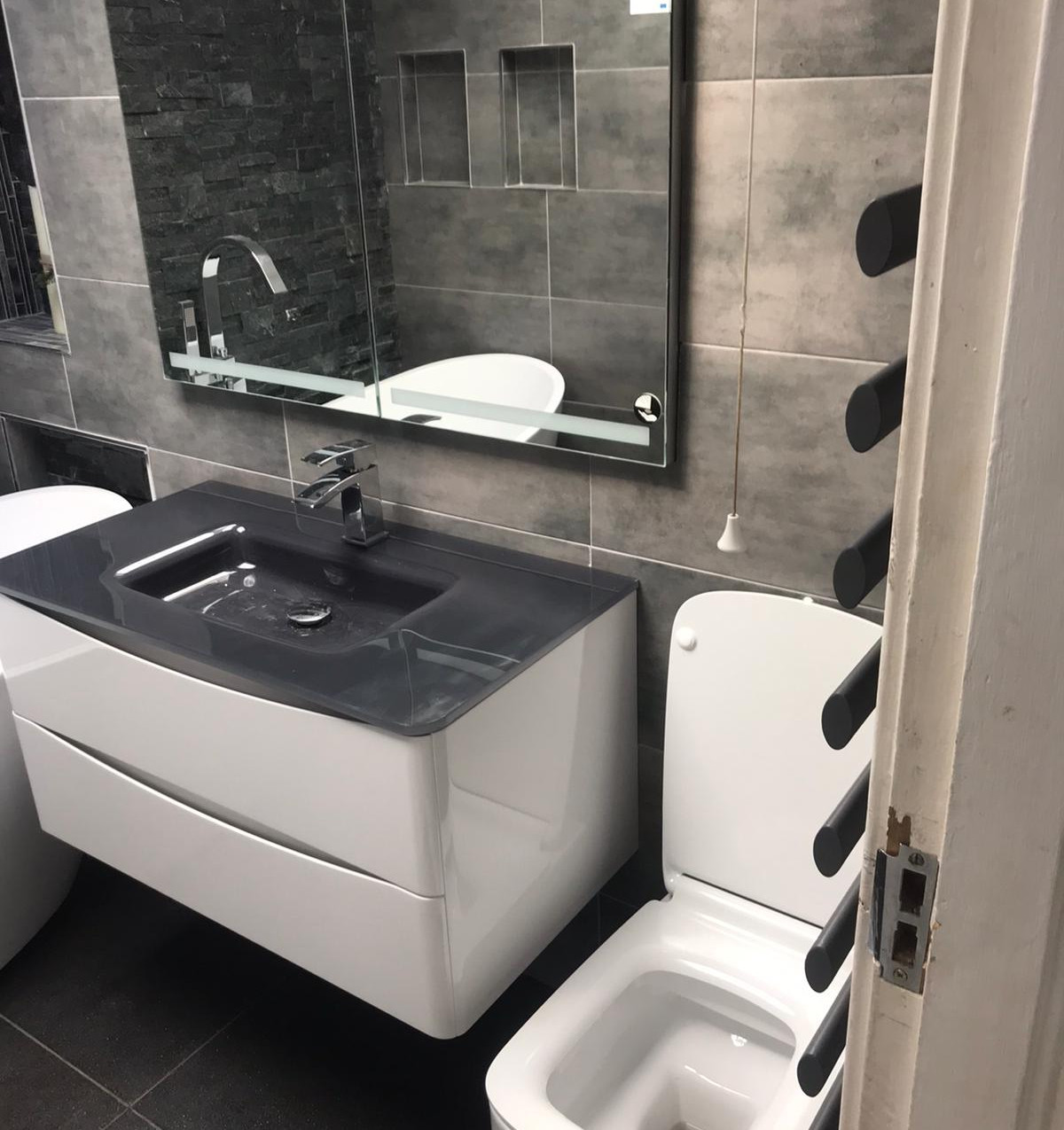 Leeds fitted bathrooms. 4