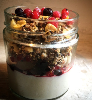 RICECREAMwith granola & berries