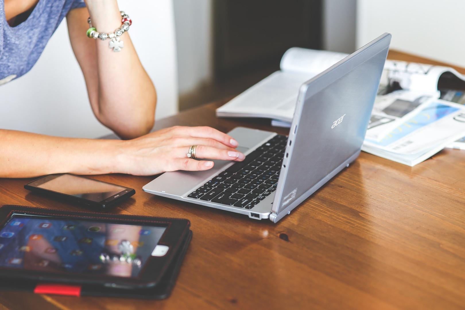 woman-hand-smartphone-laptop.jpg
