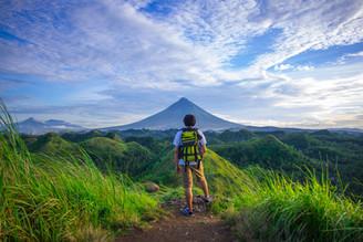 hiker-backpack-672358.jpeg
