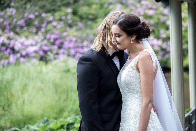 bröllop klänning brudpar porträtt fotograf