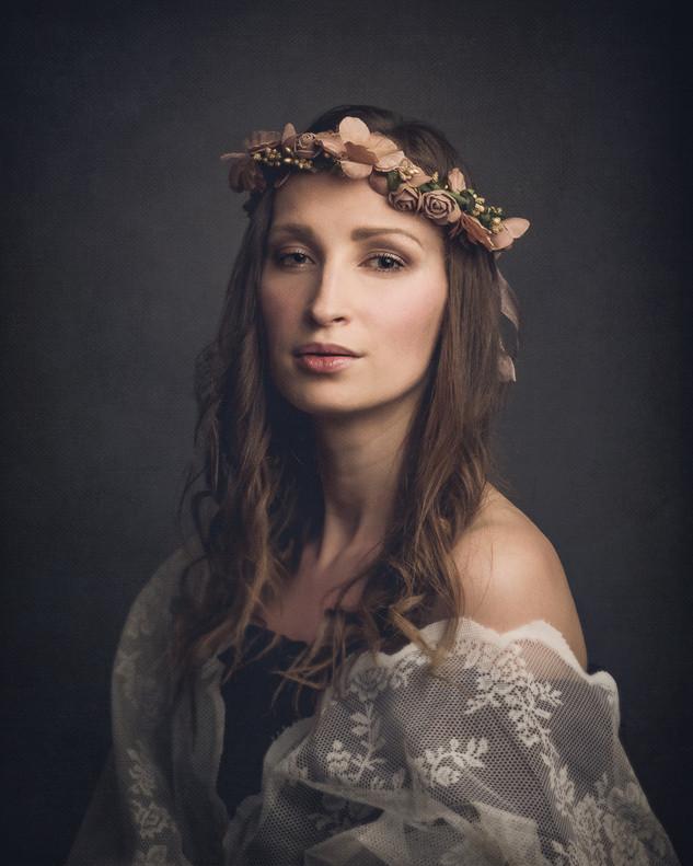 vackert fine art porträtt av kvinna fotografering