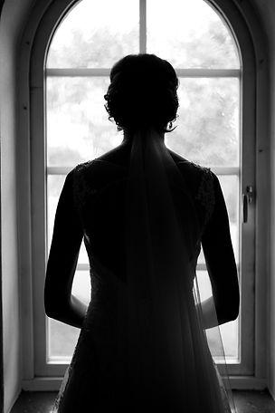 bröllop klänning brud porträtt fotograf svartvitt