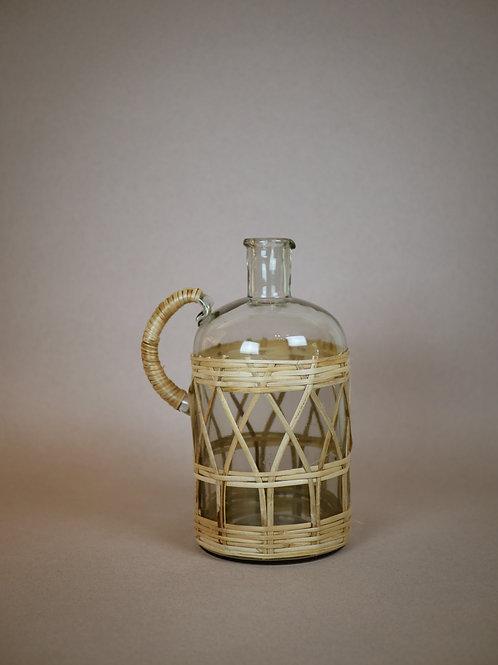 Pichet en verre et bambou