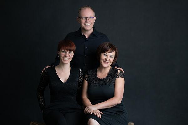 Friseur Mausser Familienfoto mit Schirin, Diethard und Sonja