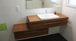 meuble-en-bois-salle-de-bains