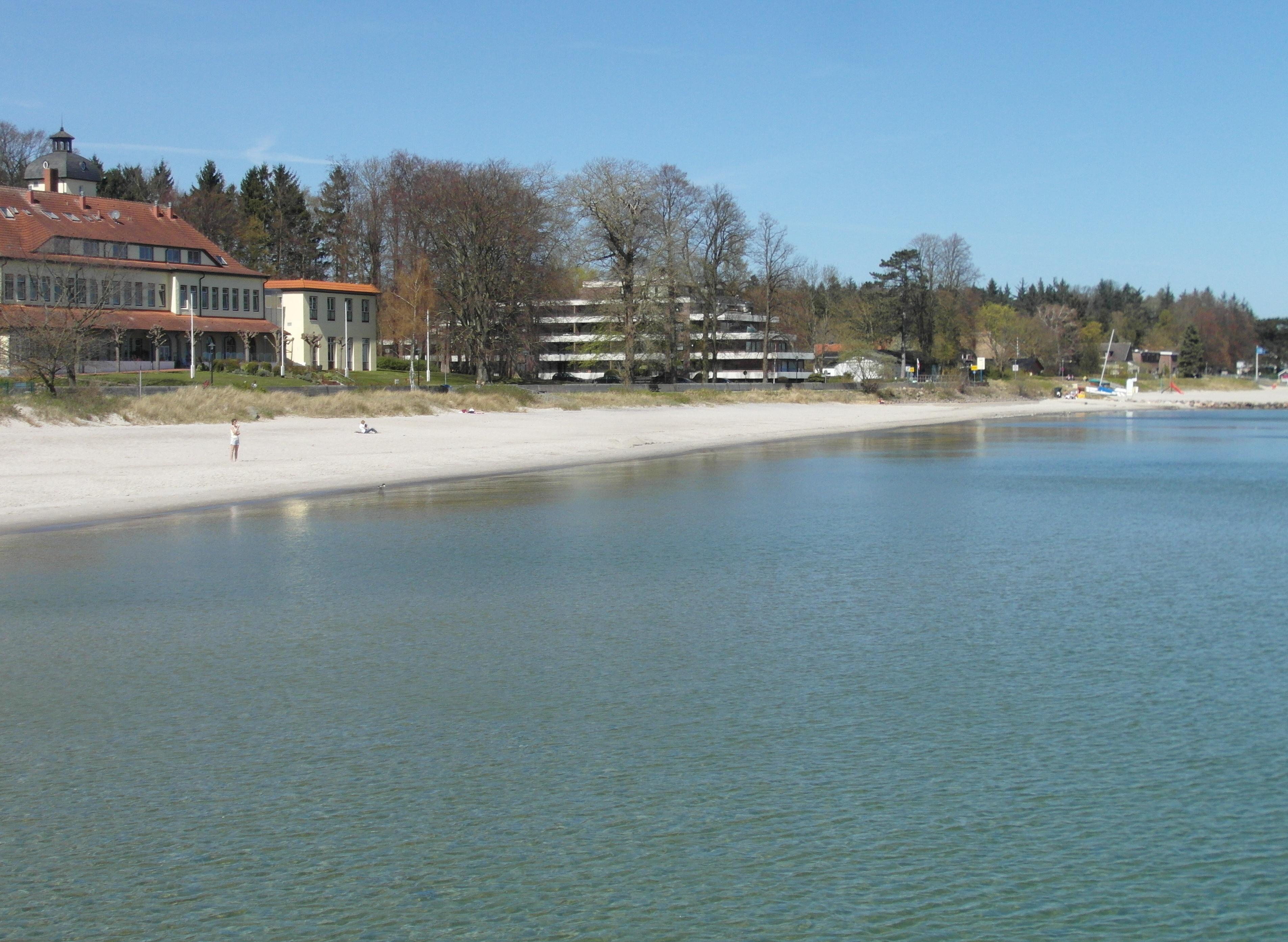 Das Ferienhaus (rechts im Bild)