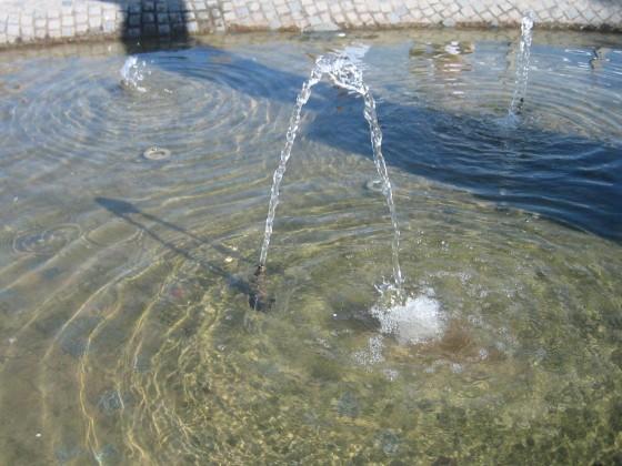 Wasserspiele im Ort
