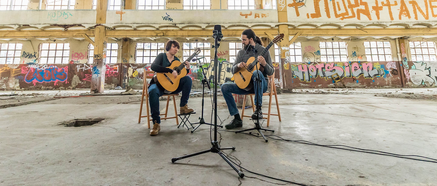 duo guitar recording session in Girona