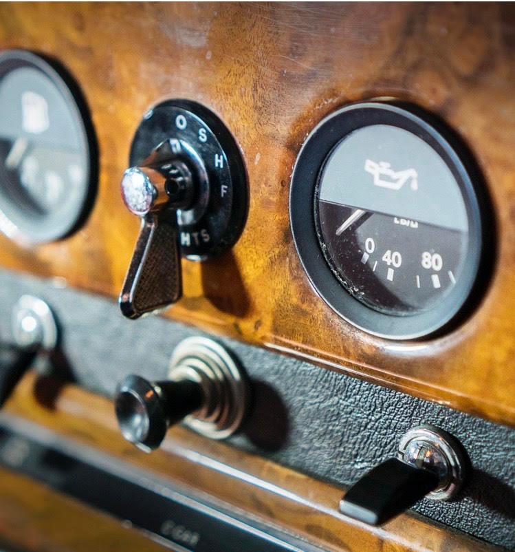 Daimler DS 420 Dashboart.jpg
