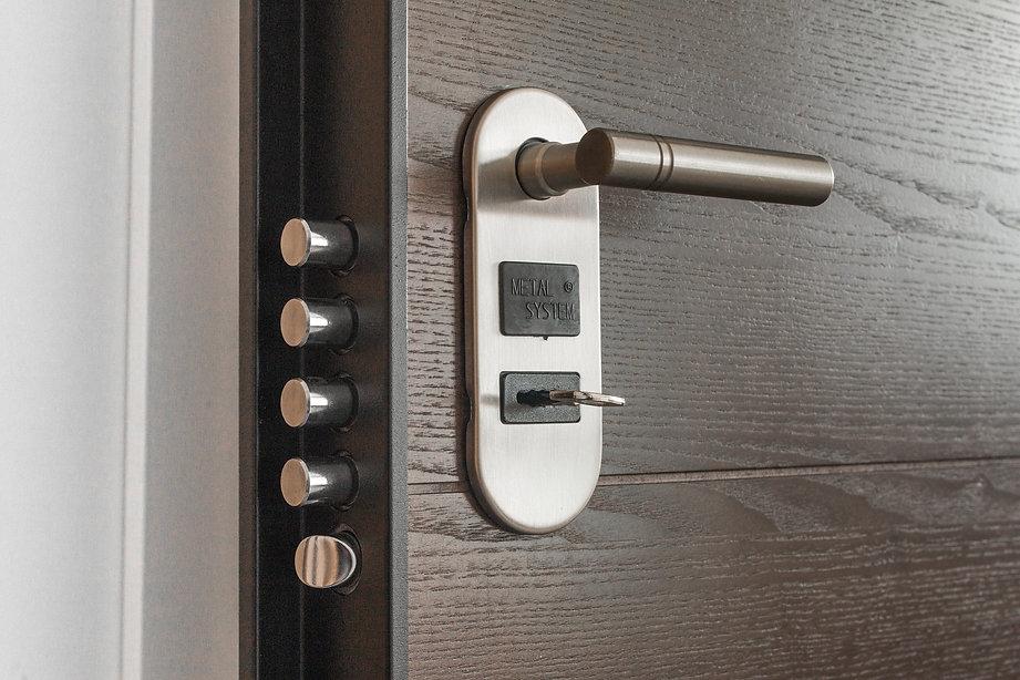 door-handle-key-keyhole-279810.jpg