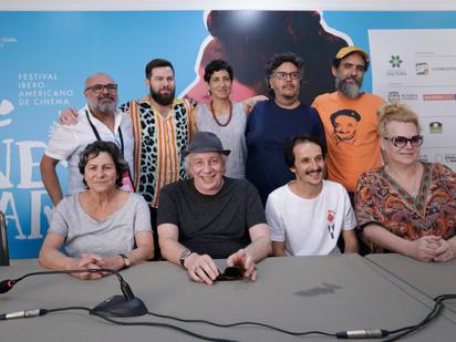 """Direção e elenco de """"Greta"""" participaram de debate com jornalistas"""
