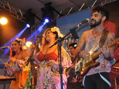 Hermanos dançam ritmo latino na Praça do Ferreira